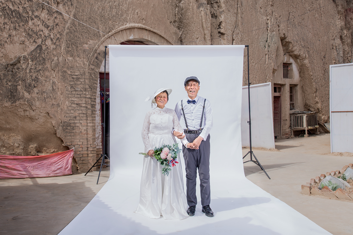 Yan Liu《 Late wedding photo》